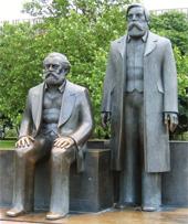 Karl Marx und Friedrich Engels: Denkmal Berlin Alexanderplatz